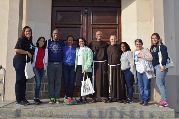 Grupo completo de missionários