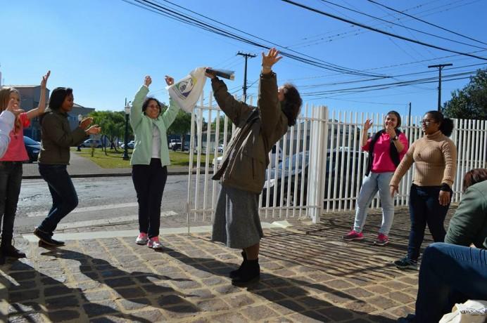 Momentos de louvor e animação entre os missionários
