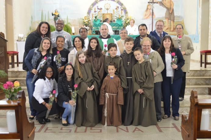 Despedida e homenagem aos missionários