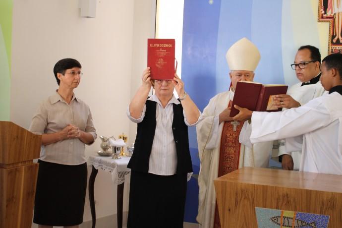 Irmã Romana apresenta a palavra à comunidade