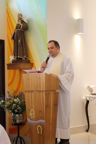 Leitura do Termo de Dedicação pelo Pároco Padre Claudionor