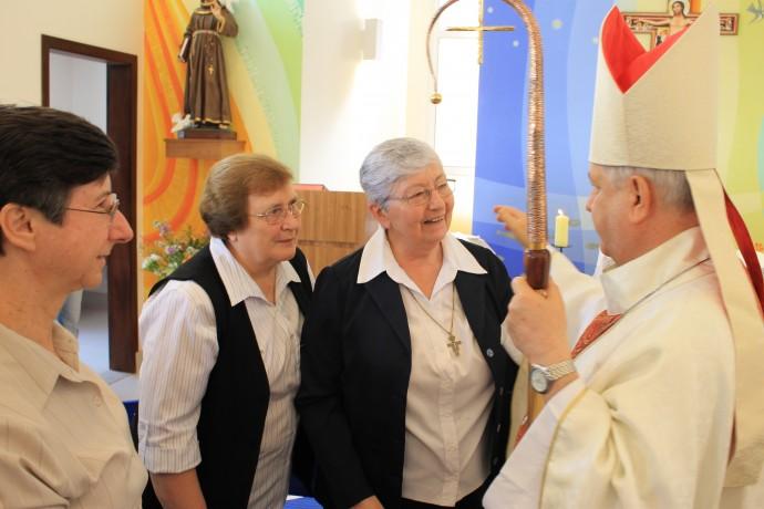 Os bispos saúda as irmãs