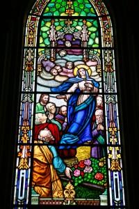 Vitral que ilustra a Assunção de Maria, no interior da Catedral Basílica de Nossa Senhora da Luz dos Pinhais, em Curitiba-PR