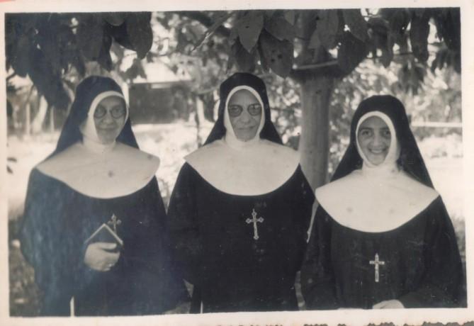 Ir. Anselma, Ir. Fridolina e Irmã Inocencia Nogueira (Primeira brasileira a ingressar na congregação)