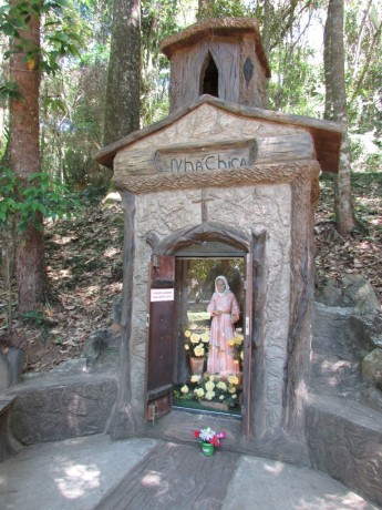 Monumento em homenagem à Nhá Chica