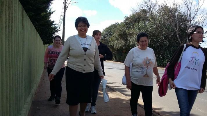 Missionárias em visita nas casas